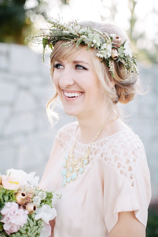 15 ideas for Fresh Flower Wedding Hair | Bridal Musings Wedding Blog 12